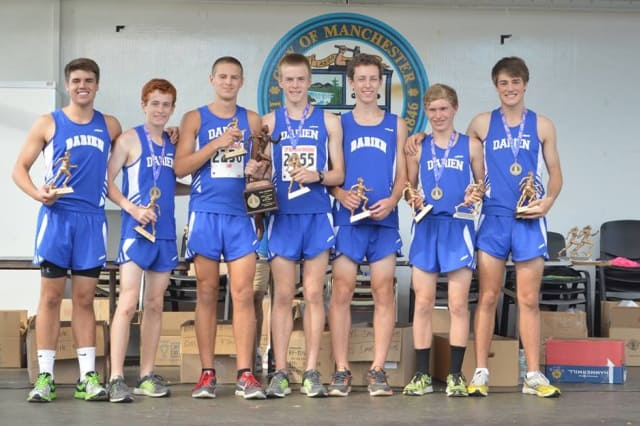 The Darien High School boys cross cross country team won the Manchester Invitational on Saturday in New Hampshire.
